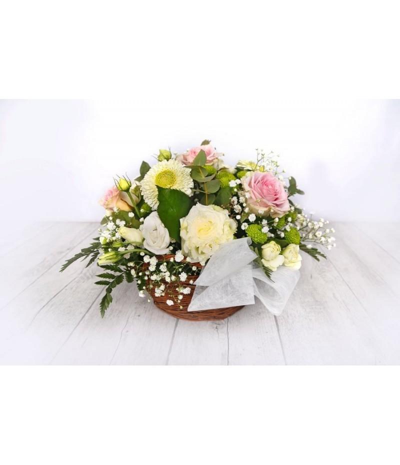 (C105) Cesta con flores blancas y rosas rosa