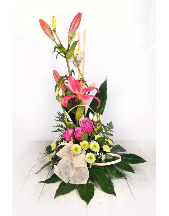 (C117) Arrangement of pink lilies & roses