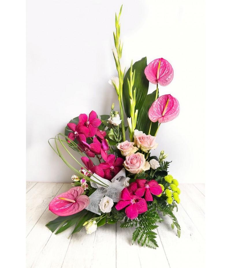 (C118) Arrangement a face orchids pink arthurium