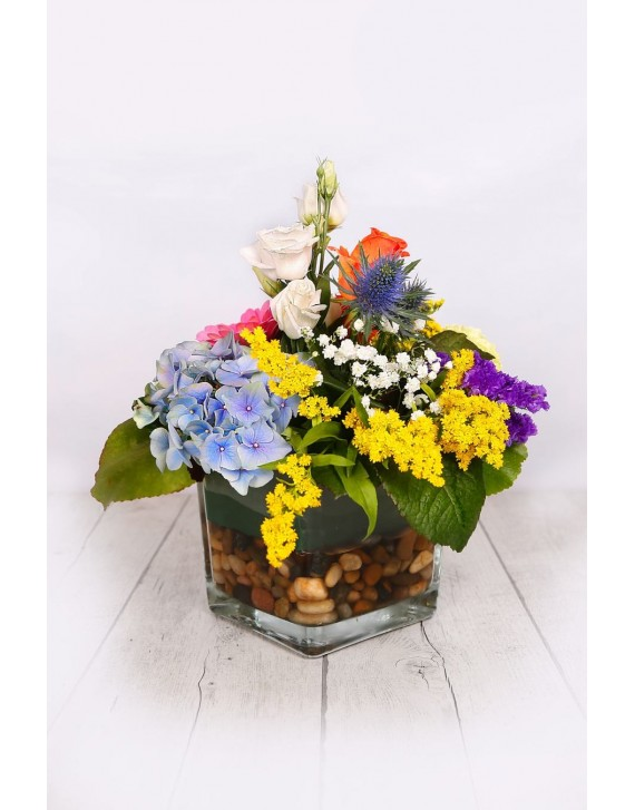 (C120) Arrangement of multicolour flowers in glass vase