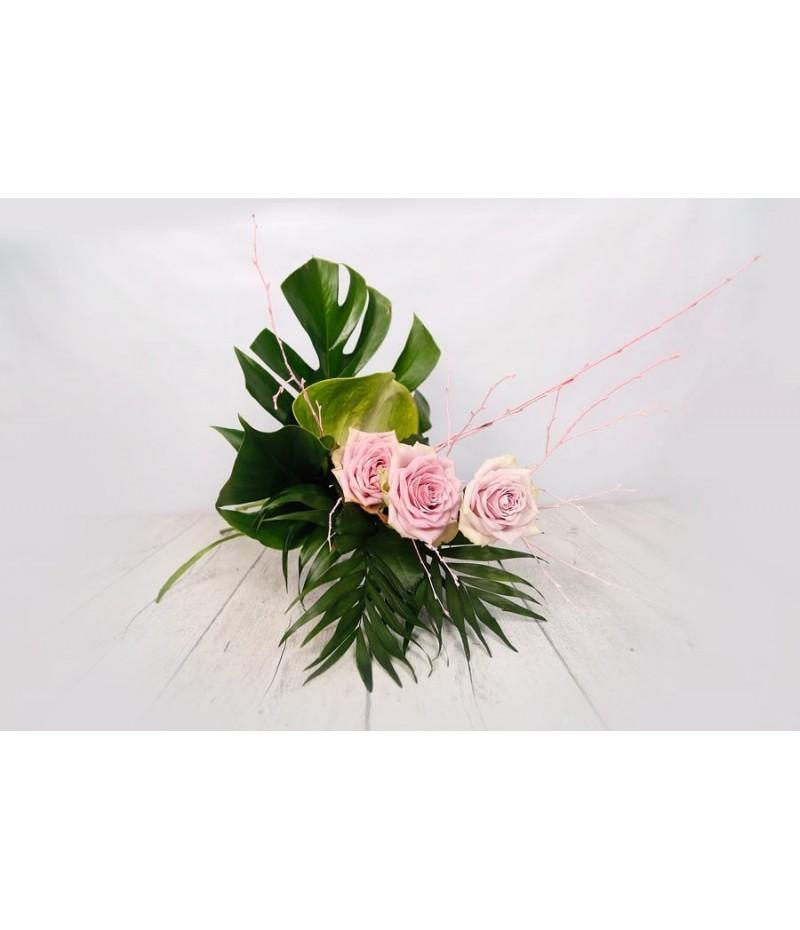 (R109) Ramo moderno rosas anturio