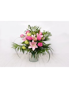 Bouquet of pink roses and lilies